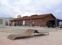现代曲线公共躺椅