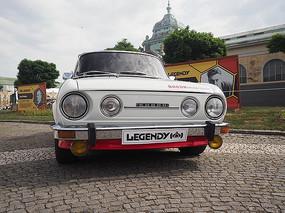 白色复古汽车
