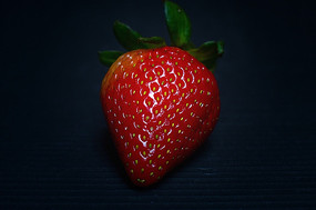 一颗鲜红草莓