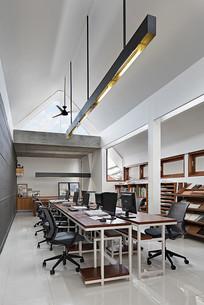 现代风三角形屋顶办公室
