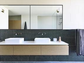 国外室内黑方格元素洗手间
