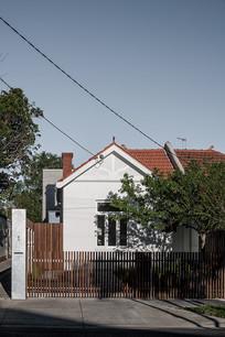 红色屋顶的别墅建筑
