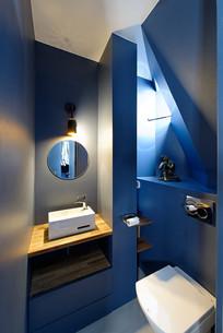 深蓝几何风格厕所意向