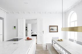 白色欧式元素厨房餐厅一体