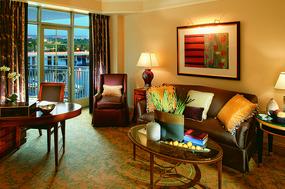 现代美式酒店客房客厅设计