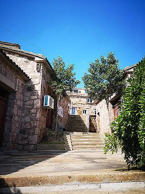 后山石屋中式传统建筑景观