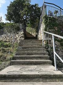 山间石路楼梯浮雕景观绿化