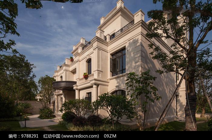 浅色欧式别墅建筑图片