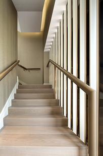 干净的楼梯间 JPG