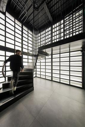 复古鱼餐厅旋转楼梯意向