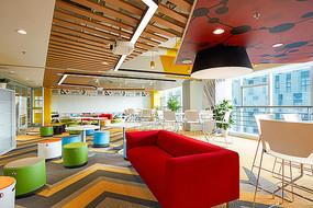 创意办公楼色彩丰富休息区