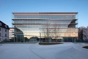 创意玻璃办公楼建筑意向