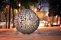 创意四叶草圆球雕塑意向