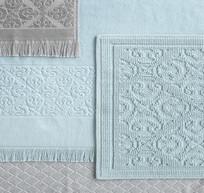 墙上淡蓝色的方巾