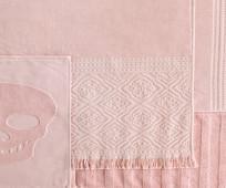 骷髅头图案的粉色毛巾