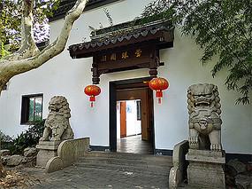 中式建筑门头石狮