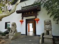 中式建筑门头石狮 JPG