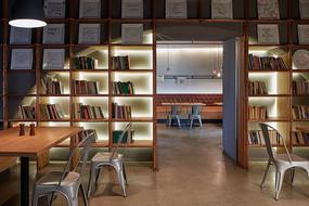 日系简约阅读店书架