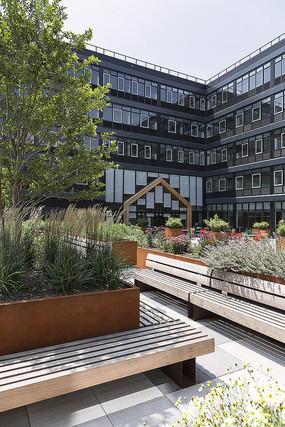 国外创意木头元素餐厅庭院