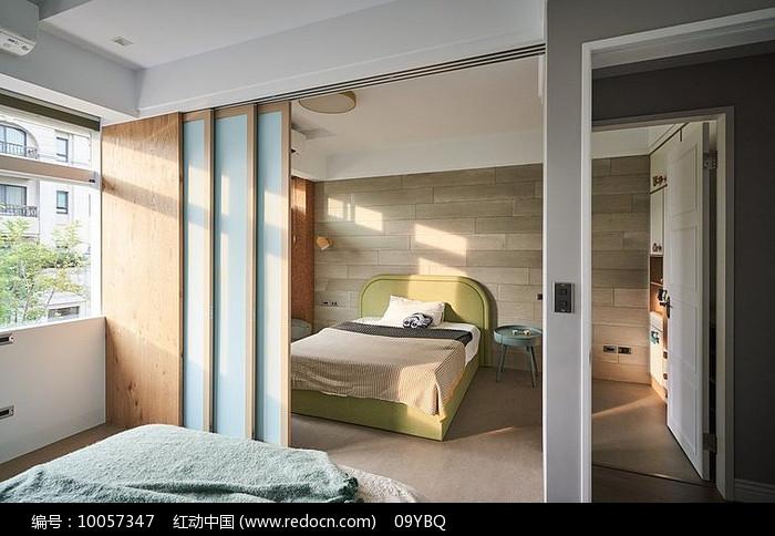 极简浅色卧室图片