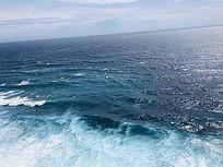 大海白色浪花