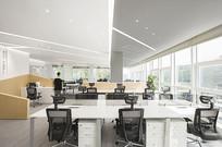 白色现代极简办公空间