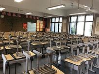 学校教室黑板书桌椅