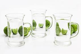 玻璃杯柠檬水