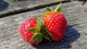 美味透红草莓图
