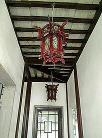 中式长廊传统灯笼雕花纹样