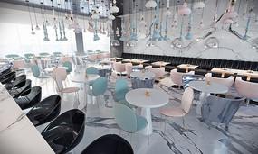色调和谐的酒吧
