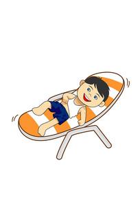 小男孩在躺椅上休息