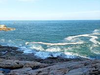 海边波浪乘风破浪风景照