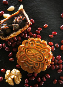 果仁豆沙月饼