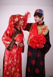 中式婚礼新郎新娘