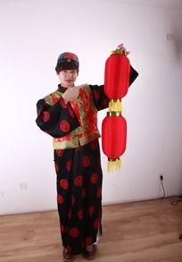 春节人物 提灯笼的唐装帅哥