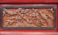 牡丹花和鸟的浮雕图案
