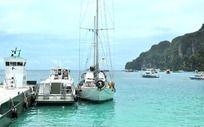 普吉岛码头小游艇