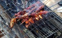 烧烤骨肉相连