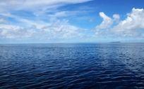 深蓝色的大海