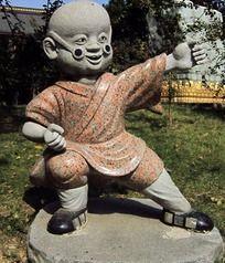打拳练武和尚石雕