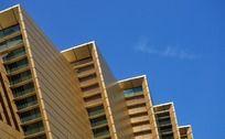 阶梯式的金色建筑物