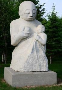 喂奶人物雕塑