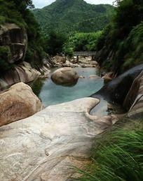 黄山东海景区清澈小溪