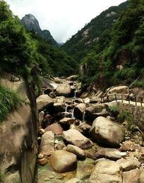 黄山东海景区小溪怪石