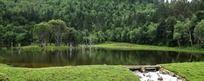 香格里拉纳木措公园湖水