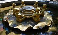 六子抱钱人物雕塑