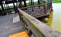 水上木质栏杆