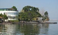 邛海上的建筑物