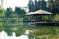 河面上的茅草亭